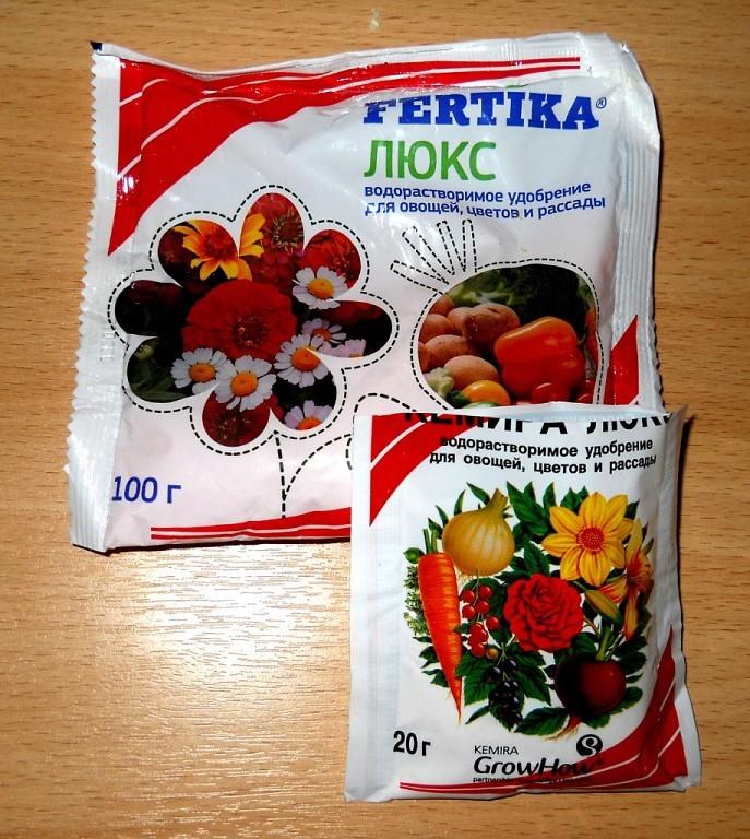 Fertika Люкс содержит основные макроэлементы — азот, калий, фосфор и дополнительные — микроэлементы. Такими препаратами удобно кормить растения на протяжении всего вегетативного периода