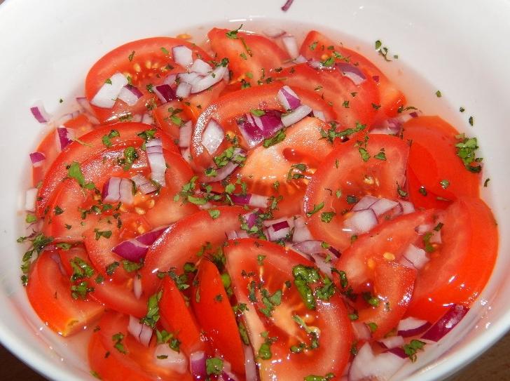 Помидоры этого сорта особенно хороши в салатах