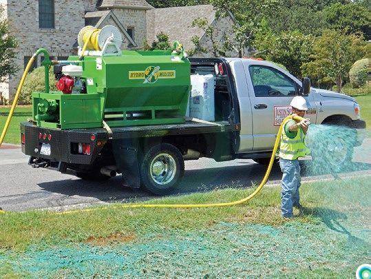Для обустройства газона на больших территориях следует применять моторизованное оборудование для гидропосева. С его помощью появляется возможность быстро засеять наливным газоном большие площади: